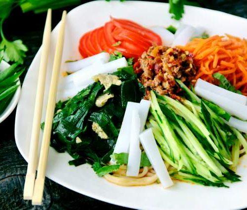 Ашлян Пун (крахмал,лапша,мясо,яйца,джусяй и овощи)