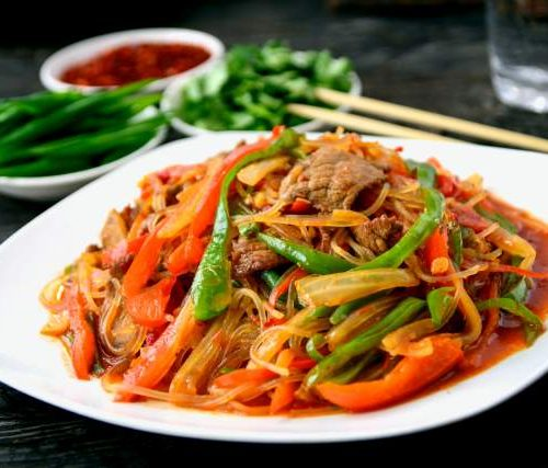 Бя Сяй Фунтон Ру (горячая закуска из пекинской капусты,говядина,фунчёза,перец)