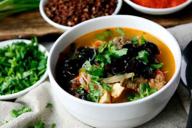 За Ху Тон (мясо,фрикадельки,рубец,фунчёза с овощами и пряностями)