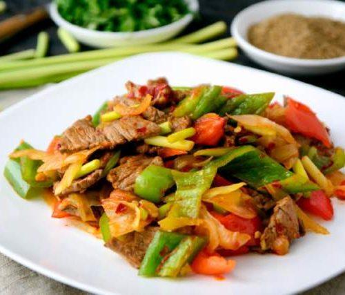 Лаз Ру (говядина обжаренная с перцем и овощами)
