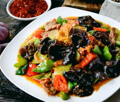 Мошуру Сяй (говядина и грибы, обжаренные с овощами)