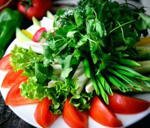 Нарезка по Кавказски (помидоры,огурцы,брынза,редиска,перец и листья салата)