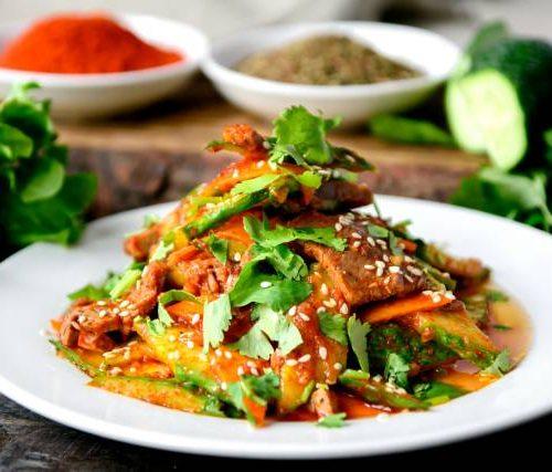 Пекинский (говядина,огурцы,морковь в китайском уксусе с кунжутом в соевом соусе)