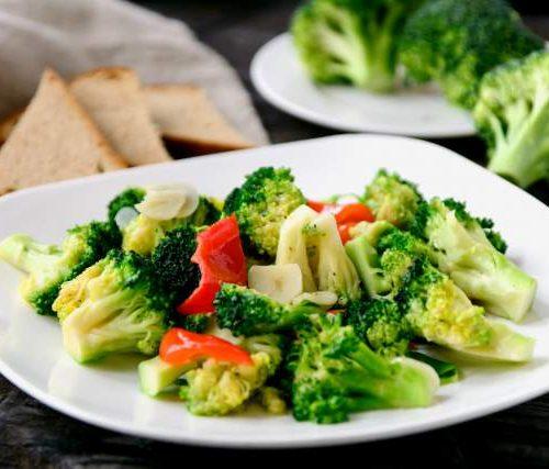 Хуа Сяй (горячий салат броколли,зелень,чеснок в кунжутном масле)