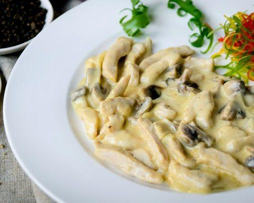 Фрикассе (куриное филе,грибы и сливки)