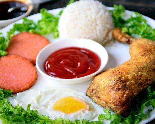 Чемпион ( котлета,колбаса,яичница,окорочок,рис)